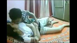 سكس محارم عربي اخ ينيك اختة المراهقة على السرير سكس عربي فيديو