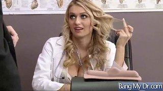 سكس جسم نار نيك دكتورة ممحونة على زب طويل في العيادة سكس عربي فيديو